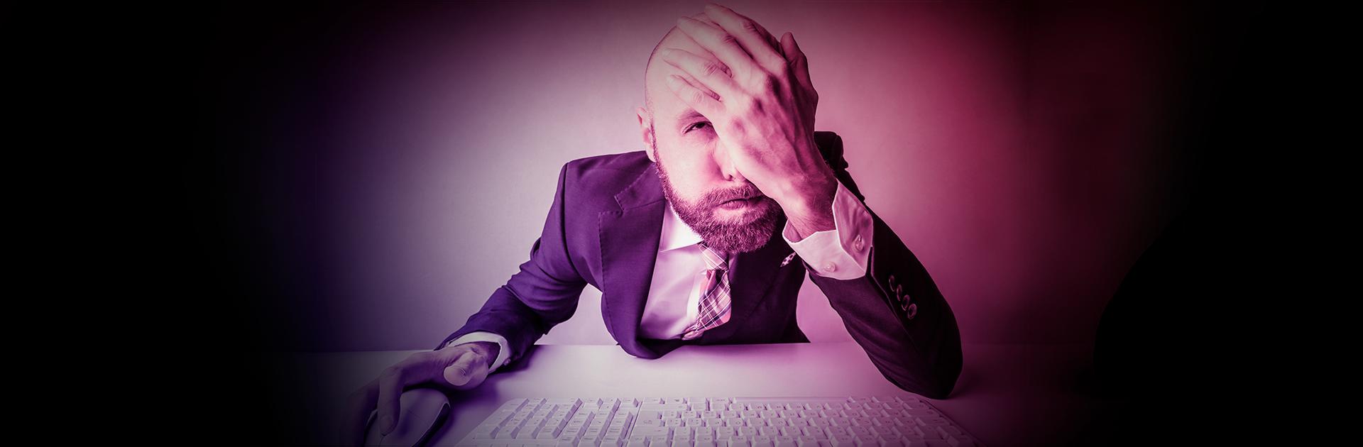 Como lidar com erros e distrações da equipe de atendimento?